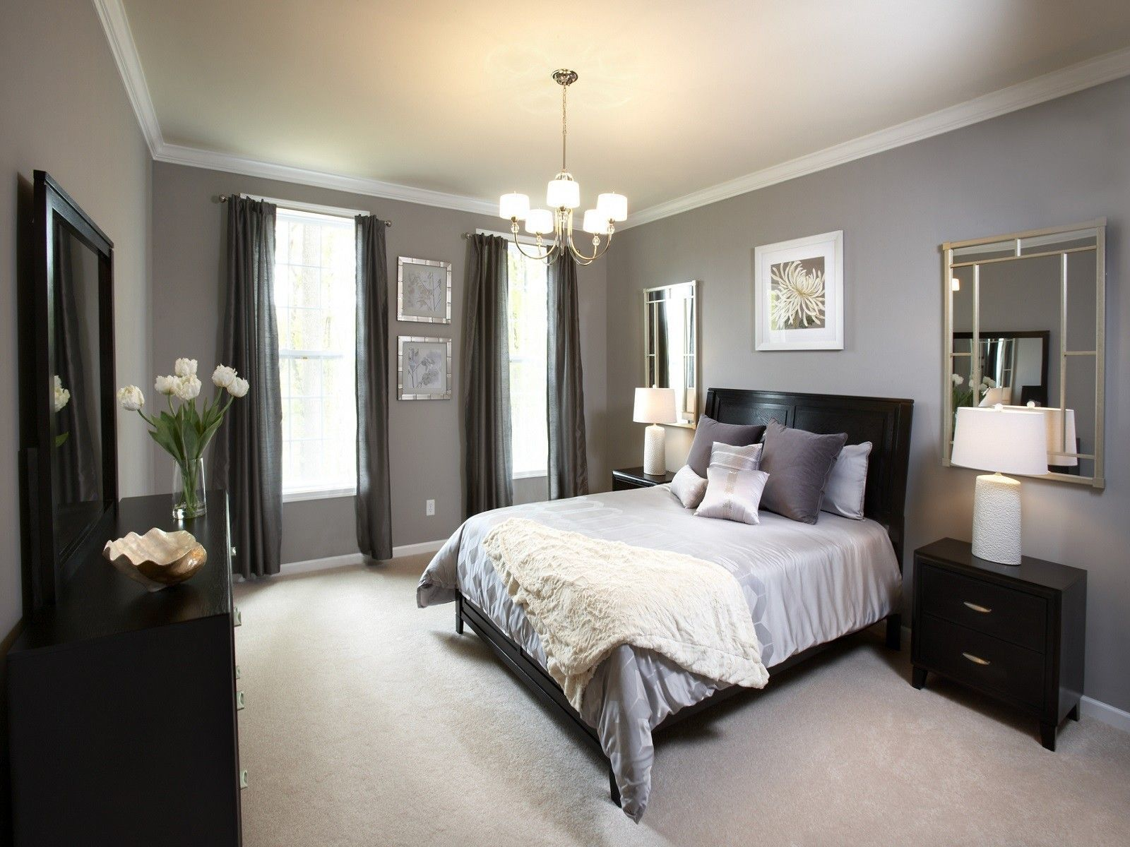Easy Ways to Decorate a Small Master Bedroom