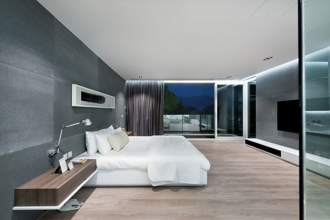 Contemporary Style Bedroom Décor