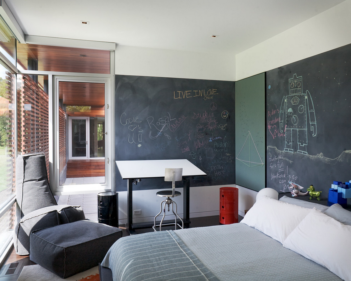 Spark your youngster's creativity with a chalkboard wall in the bedroom