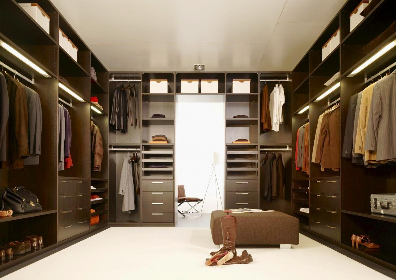 Clean and declutter your tidy minimalist closet