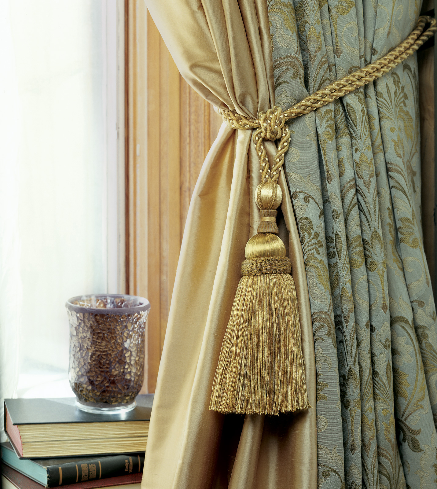 Lavish accessories for luxury curtains