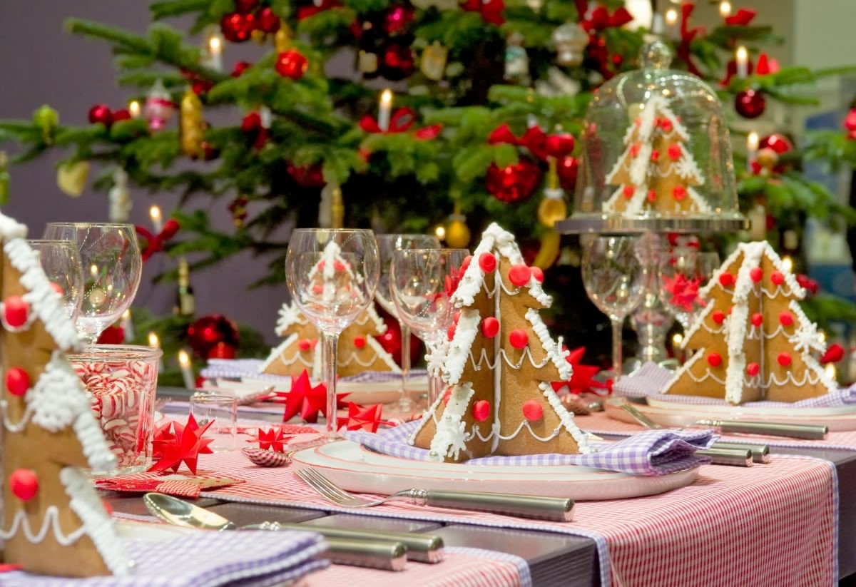 Charming Christmas table decorations and settings