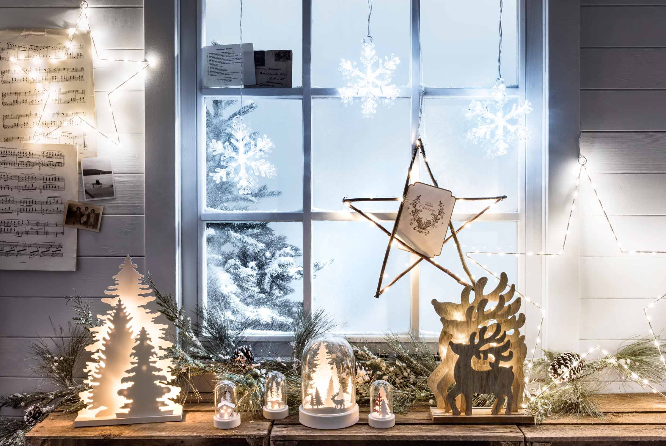 How to decorate your window for Christmas