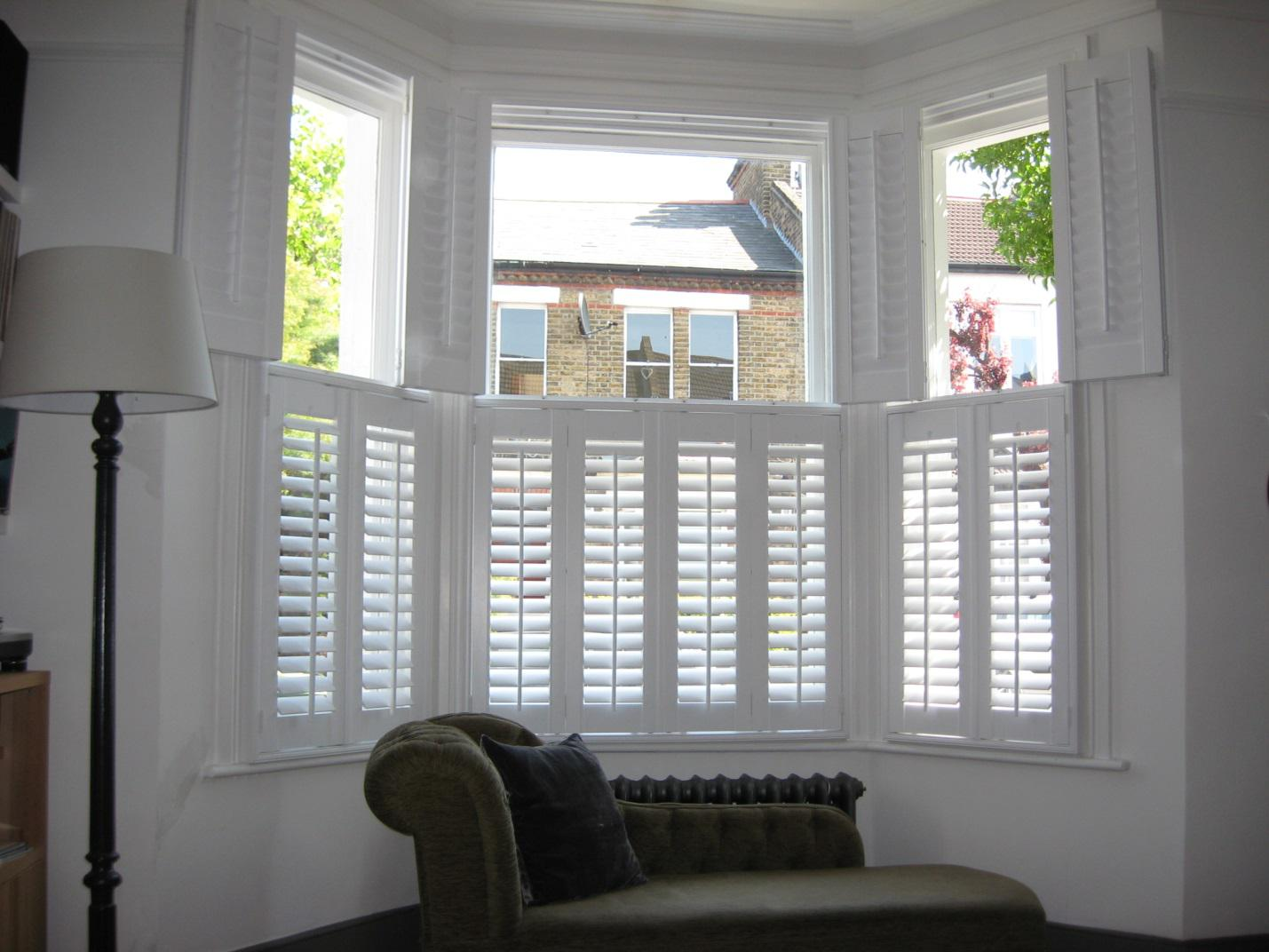 Tier-on-tier plantation shutters