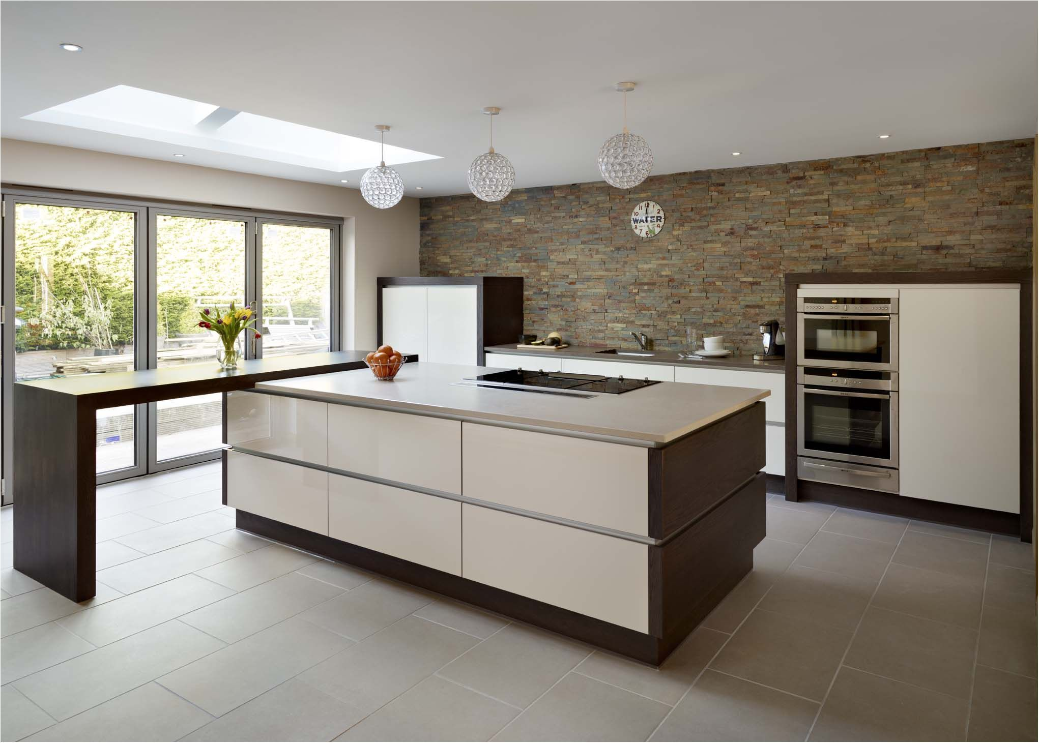 An Unexpected Design Solution For A Stunning Modern Style Kitchen