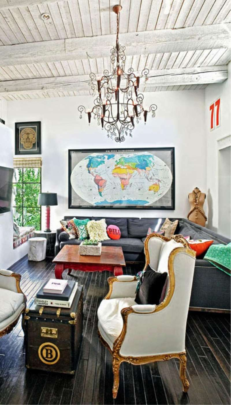 Eclectic d?cor: blending antique and modern items